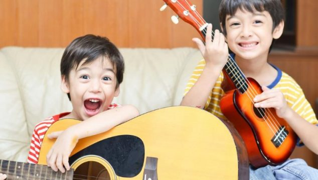 Ukulele-vs.-Acoustic-Guitar-–-which-one-is-easier-for-the-beginners