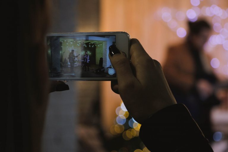 5 Easy Ways to Shoot Great Video with Smartphone for Beginners