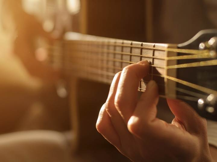 Best Acoustic Guitar For Small Female Hands Review