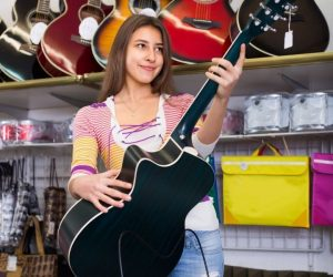 How to choose an acoustic guitar for beginners
