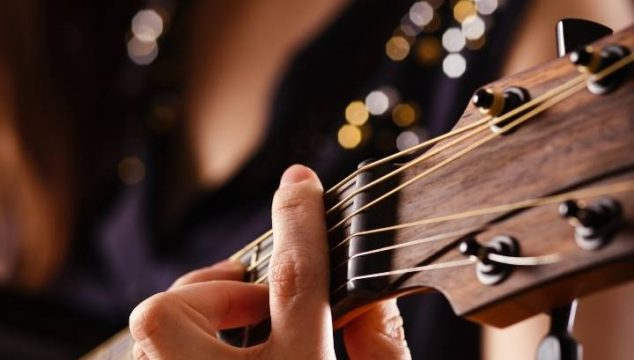 Best Acoustic-Electric Guitar For Small Hands