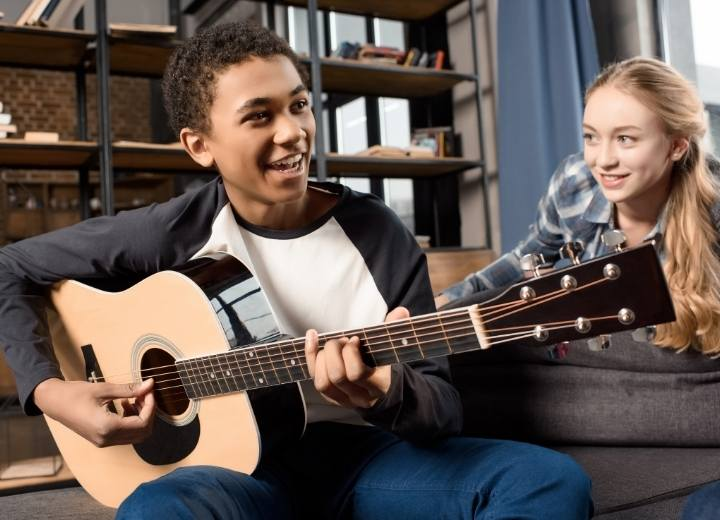 Advantages and disadvantages of the acoustic guitar