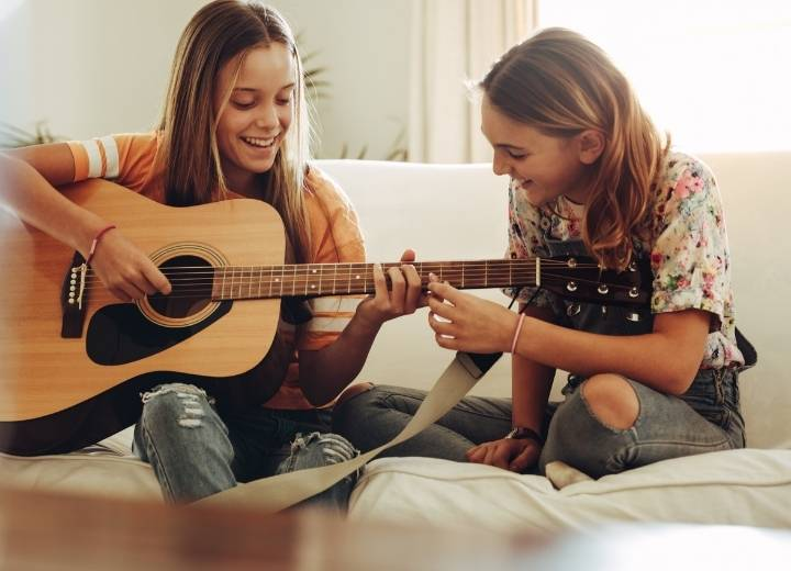 What is a acoustic guitar