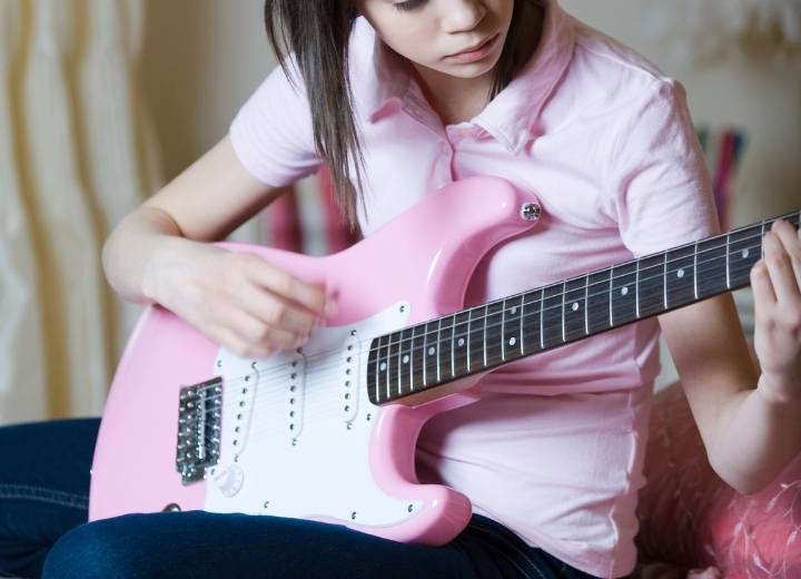 Buying first BEST Beginner Electric Guitar. What to know