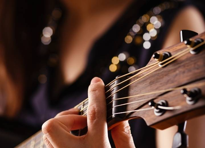 Options for beginners are light and mid-range strings