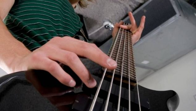What is the Difference Between Acoustic Guitar vs Bass Guitar