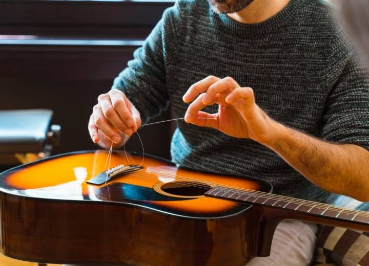 When do you need to replace your acoustic guitar strings