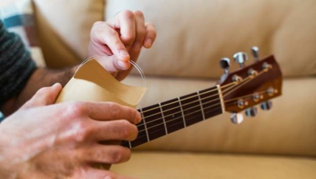 When to Change Acoustic Guitar Strings