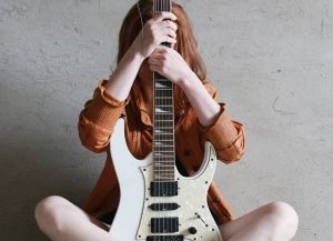Electric ukulele vs electric guitar: Which one you should choose