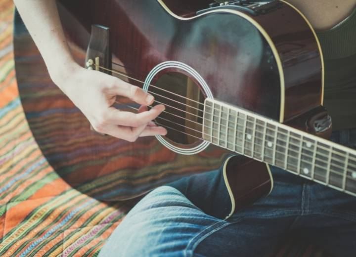 What is an acoustic and thinline acoustic guitar