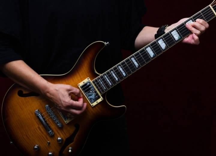 What is hollow body guitar