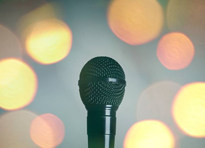 How To Connect A Wired Karaoke Microphone To Your Computer