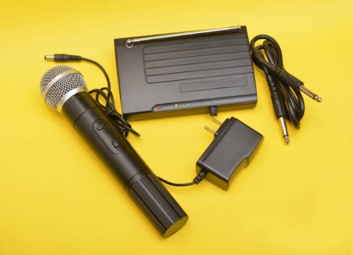 How To Connect A Wireless Karaoke Microphone To Your Computer