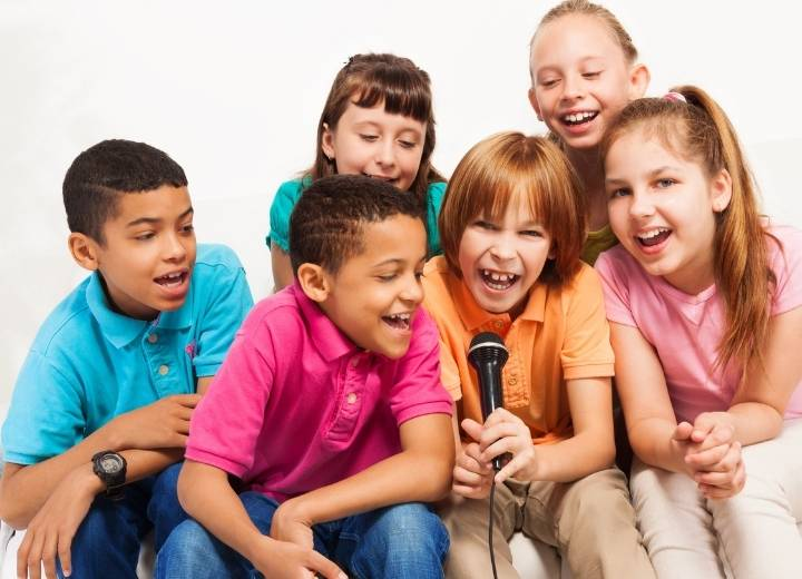 how to have a karaoke party at home